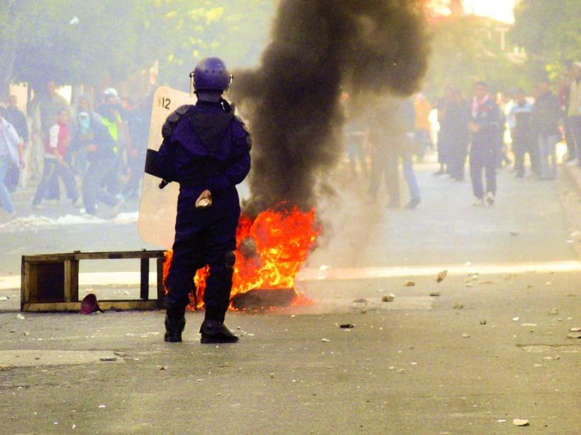 110109_Algeria_slashes_food_prices_amid_riots_002